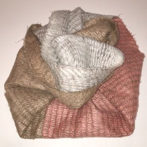 🧣MADISON 88 super soft block color infinity scarf